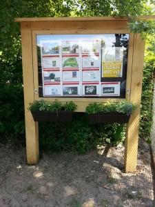 Het buurtinformatiebord bij de speeltuin 't Bruggert werd gefinancierd uit het wijkbudget.